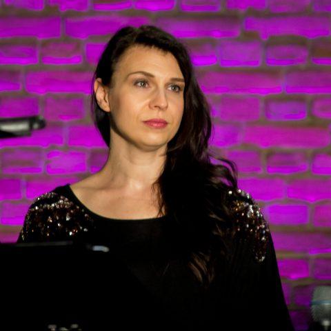 Bianca Galla - Chorleiterin, Sängerin, Dirigentin, Planerin, kreativer Kopf