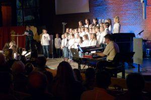 """Kinderchor """"Die Ohrwürmer"""" mit Markus Galla als Verantwortlicher Musical Director in der Ev. Kirchengemeinde Holsterhausen in Herne"""